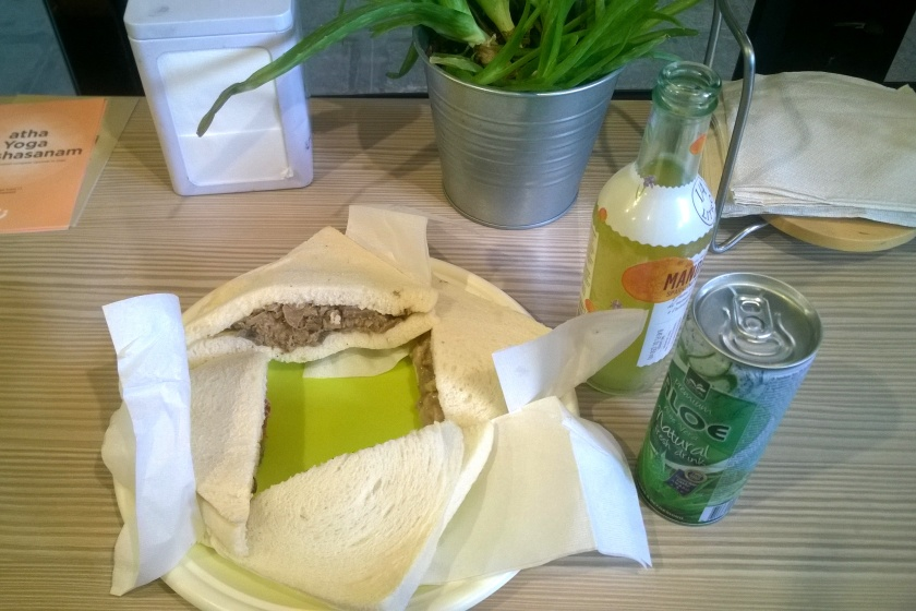 Image of vegan sandwiches and drinks at Camoma Veggie Take Away