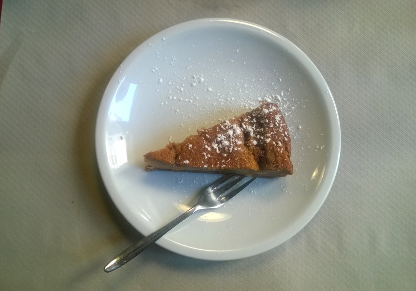 Pear, Almond and walnuts tart at La Tecia Vegana