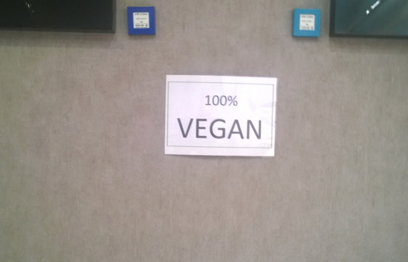 "Sign with ""100% vegan"" in Vitetnam in Paris"